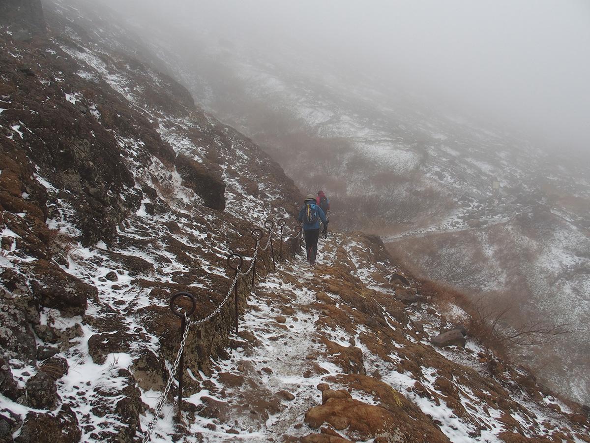 雪と風、紅葉登山をなめてました<11月はじめの那須岳>3