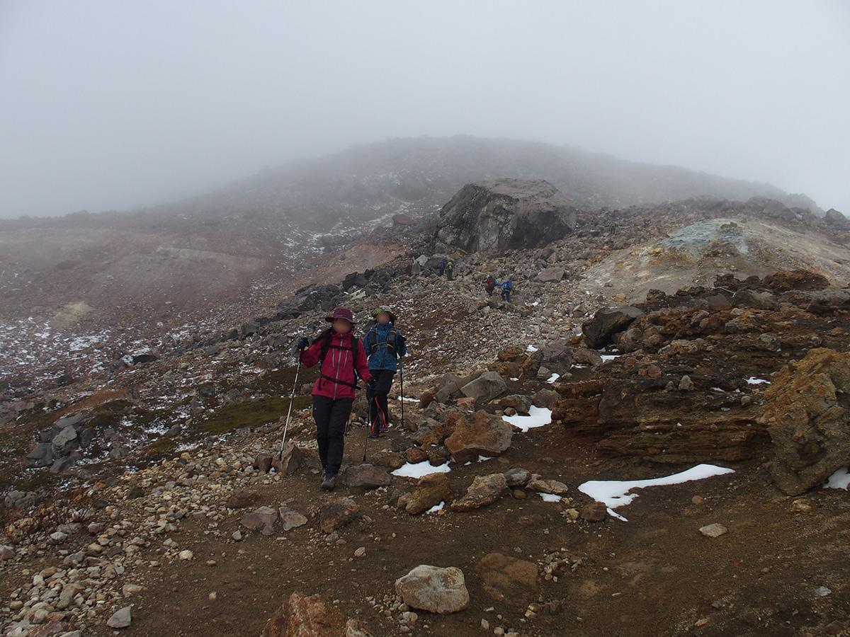 雪と風、紅葉登山をなめてました<11月はじめの那須岳>8