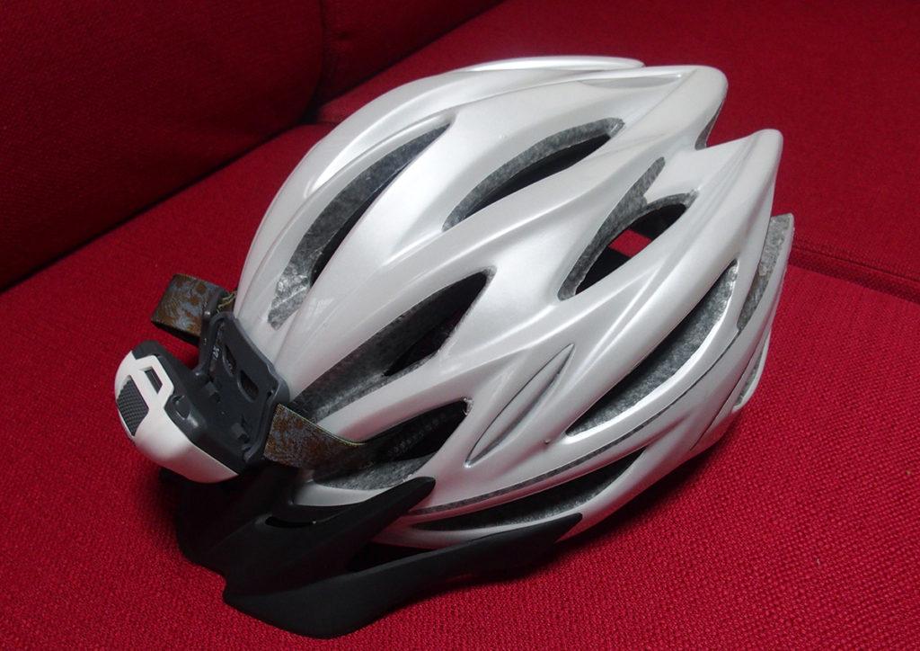 自転車用ヘルメットに登山用ヘッドランプを付ける3