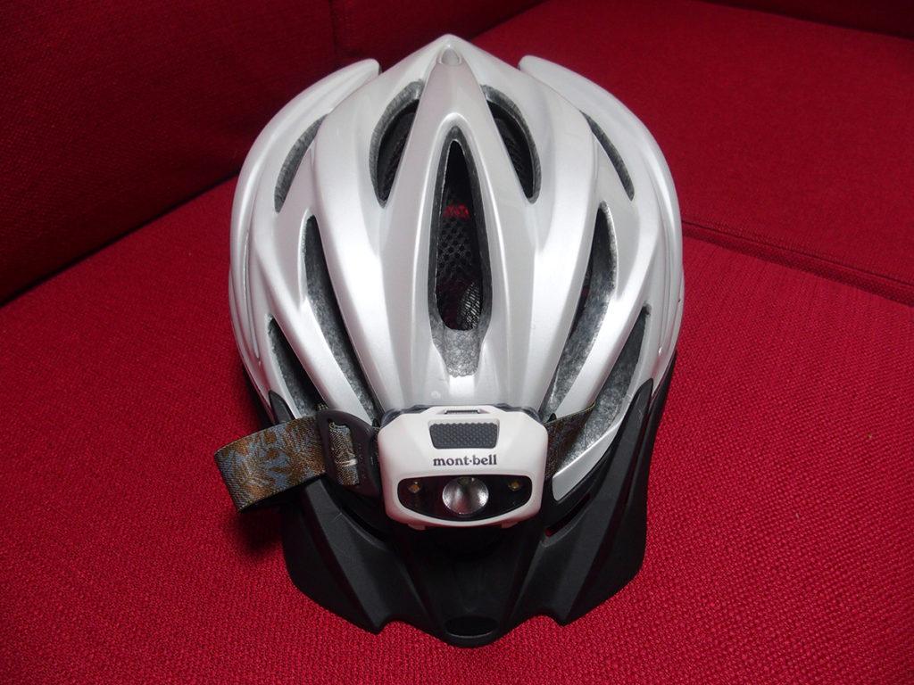 自転車用ヘルメットに登山用ヘッドランプを付ける1