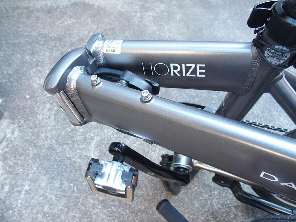 自転車<ダボ穴・ネジ穴・アイレット・キャップボルト>の黒いゴム、黒いキャップ。1