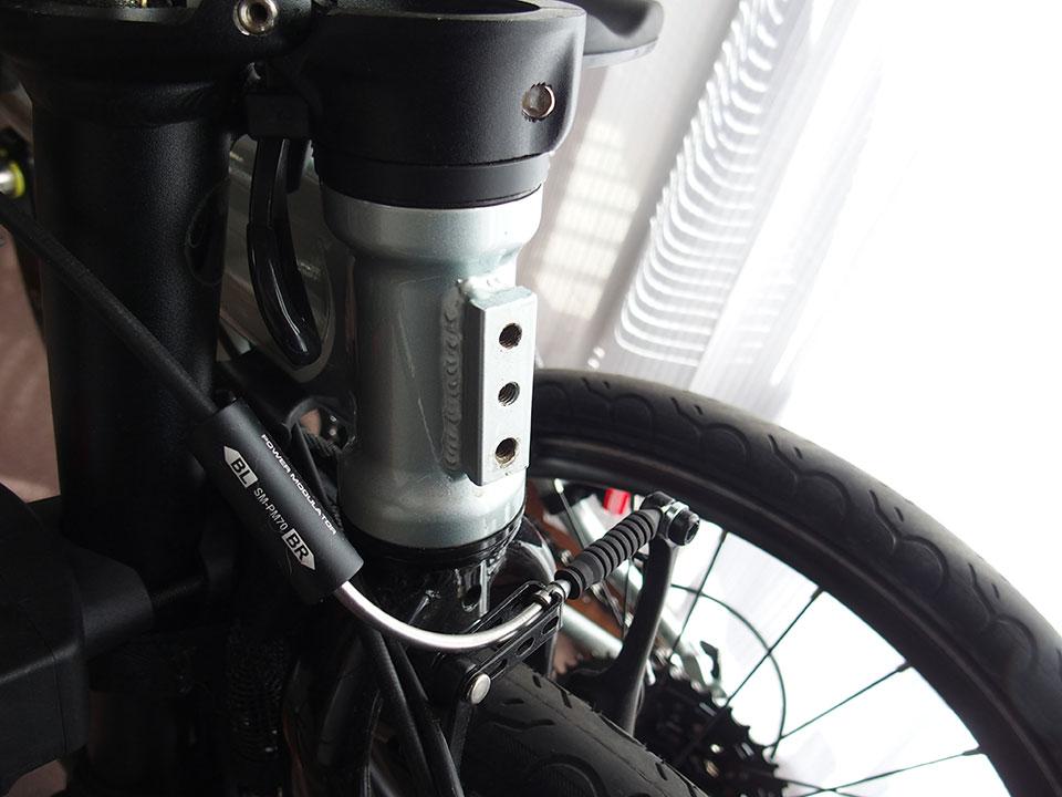 自転車<ダボ穴・ネジ穴・アイレット・キャップボルト>の黒いゴム、黒いキャップ。4