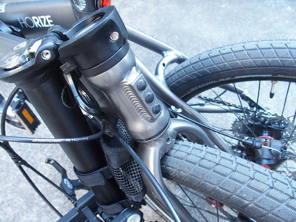 自転車<ダボ穴・ネジ穴・アイレット・キャップボルト>の黒いゴム、黒いキャップ。5