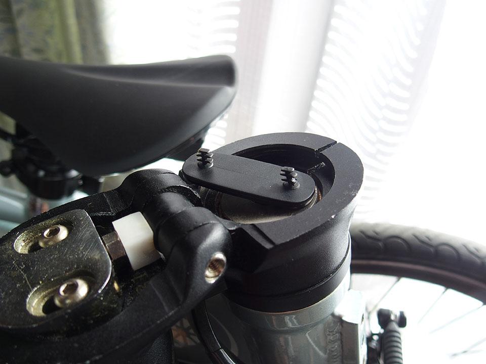 自転車<ダボ穴・ネジ穴・アイレット・キャップボルト>の黒いゴム、黒いキャップ。6